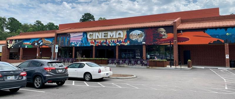 Alamo Drafthouse (complexe de Raleigh), chaîne de salles de cinéma indépendante et populaire aux USA