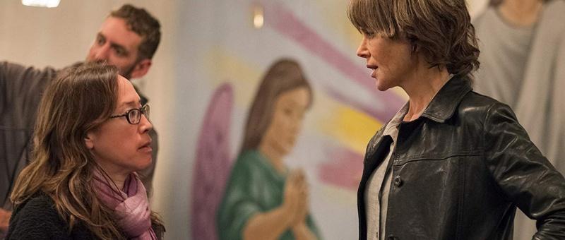 La réalisatrice Karyn Kusama, face à Nicole Kidman, sur le tournage de Destroyer